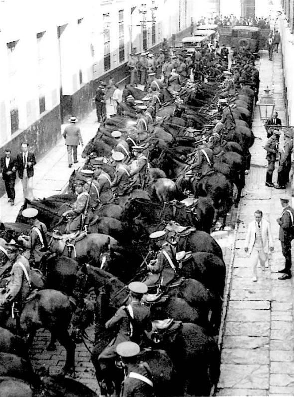 Sevilla 18 juli 1936, Asaltos klaar om de Republiek te verdedigen