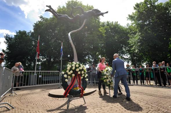 Herdenking begin Spaanse burgeroorlog bij het monument op het plein Spanje '36-'39 en op het Bredero Lyceum in Amsterdam Noord. Dit jaar is het 80 jaar geleden dat de burgeroorlog begon.
