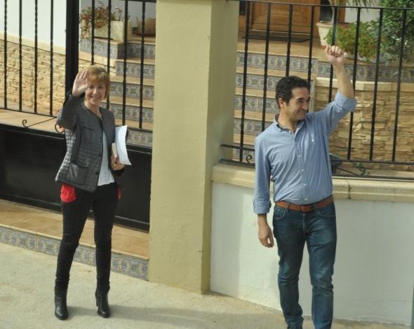 Uitzwaaien delegaties door burgemeester van Madrigueras